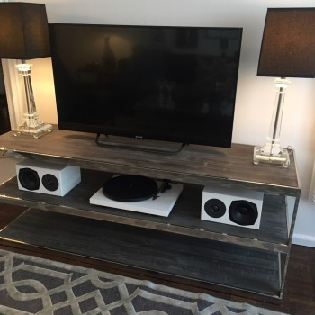 Image of a TV, speakers and turntable